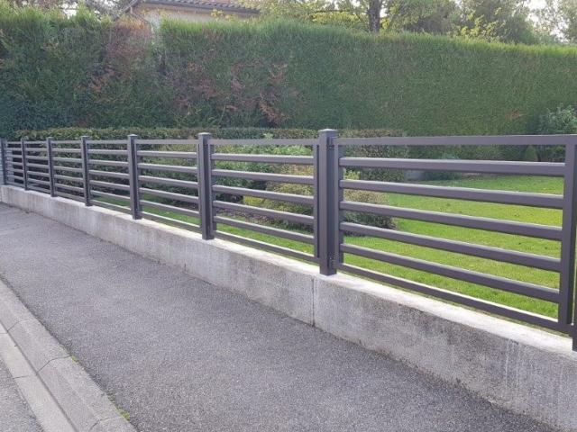 Clôture en aluminium avec barreaux