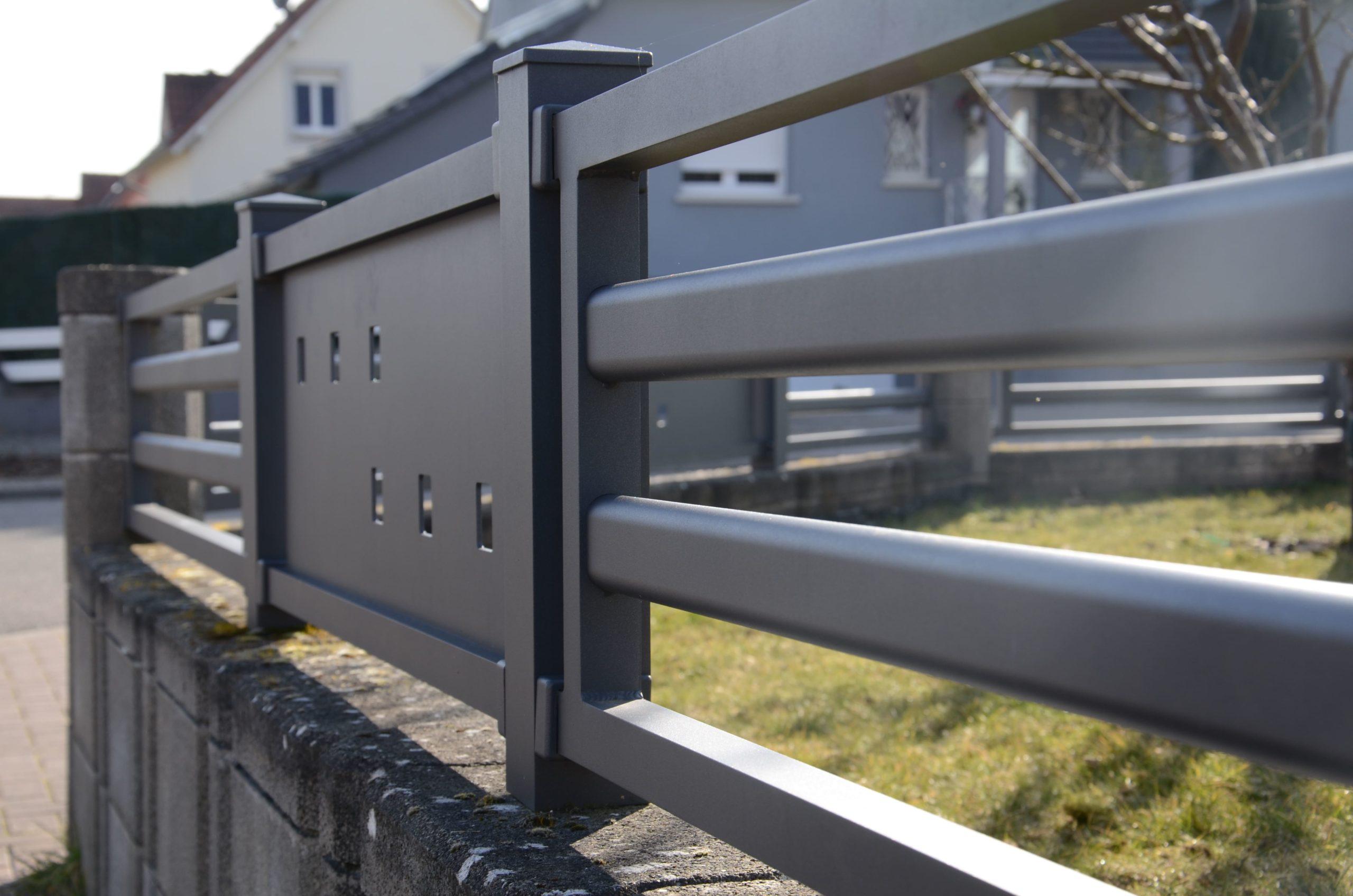 Clôture en aluminium sur mesure avec découpe