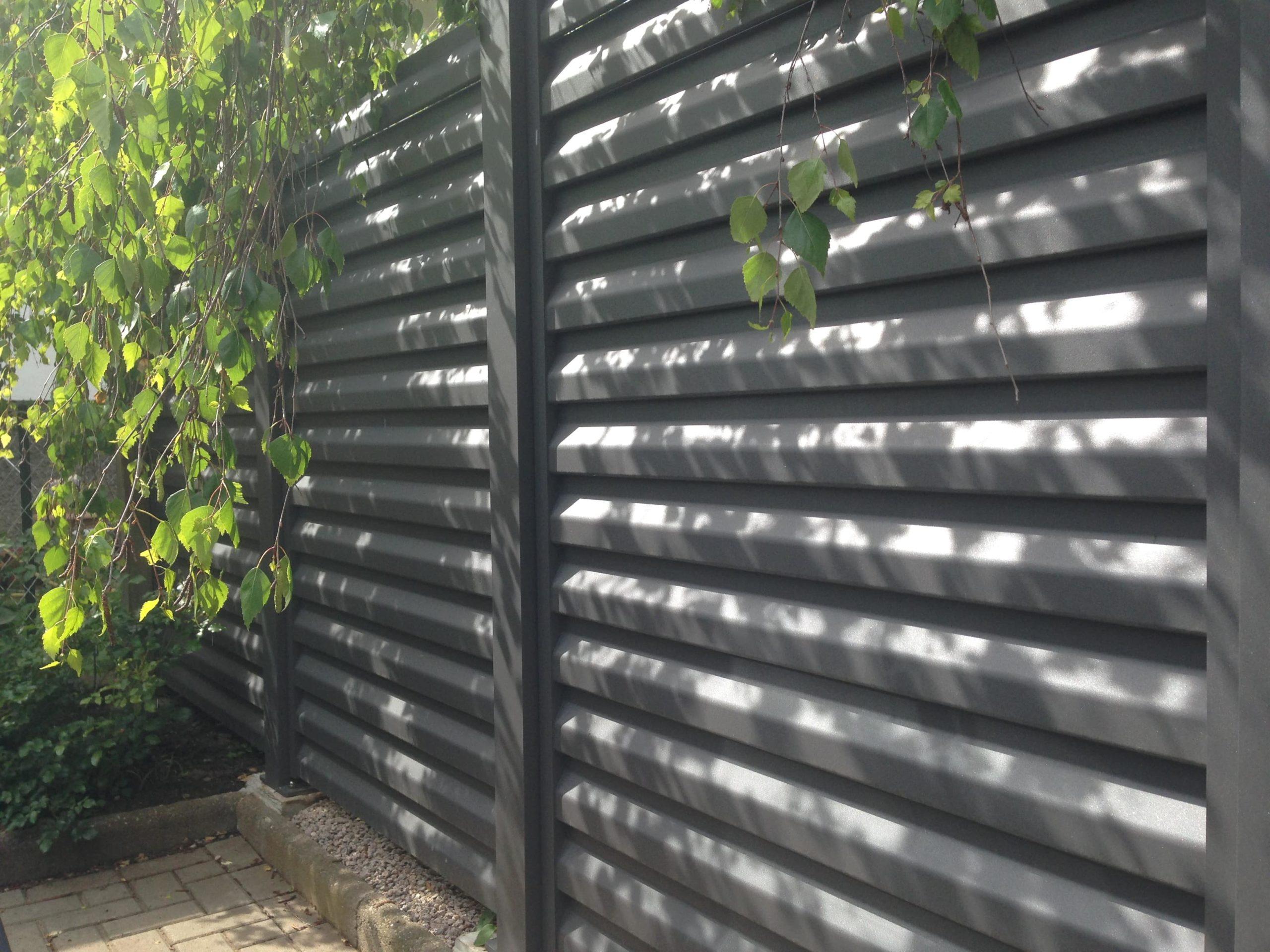 Clôture en aluminium avec lames brise vue